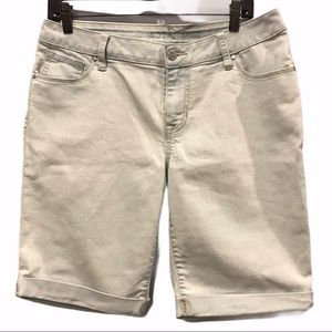 Light wash Apt 9 Bermuda women's jean shorts 10
